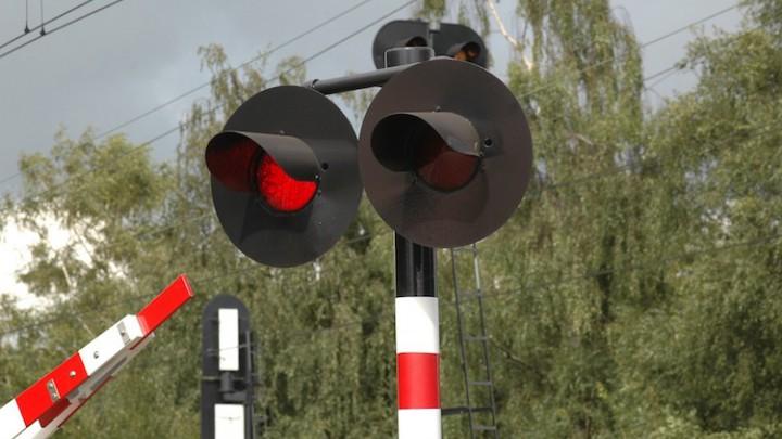 Persoon overleden na botsing met trein
