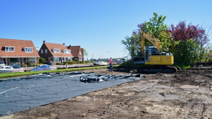 Vorig jaar mei liet de gemeente op de plek van het voormalige Groene Kruisgebouw een parkeerterrein voor 20 auto's aanleggen.