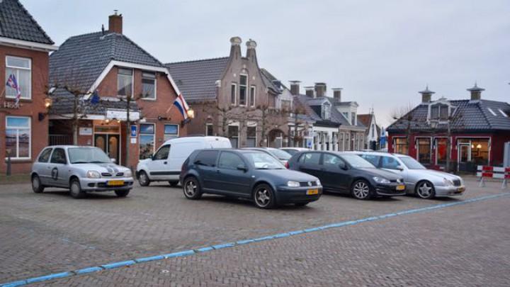 Vanwege de werkzaamheden is de komende maanden minder parkeerruimte op het Halbertsma's plein.
