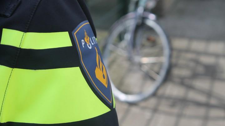De politie hield de fietsende dief in de Greate Mar aan.
