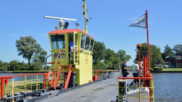 Insteekhavens pont De Burd verlengd; pont tot half december uit de vaart