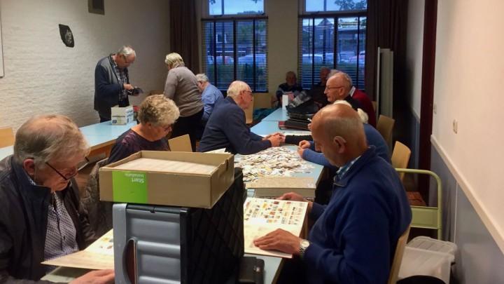 Postzegel- en ansichtruilavond in Oer 't Hout