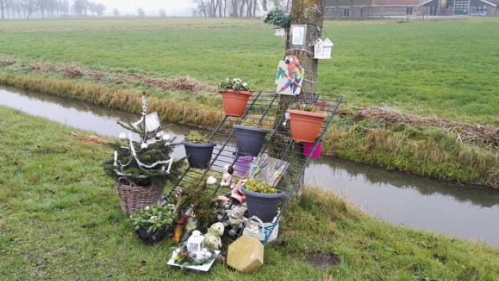 Op de plaats van het ongeval is voor het slachtoffer een herdenkingsplek ingericht.