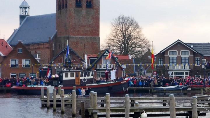 Het Sint Piterfeest en de Sint Piterkerk in één foto gevangen. (Foto: Peter Dauvellier)