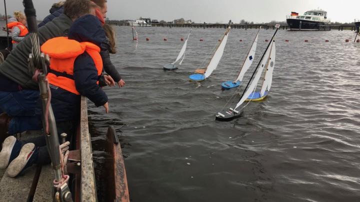 Het skipkesilen -hier met de Frisia Klasse- in volle gang. (Foto: Fenna Oudekerken)