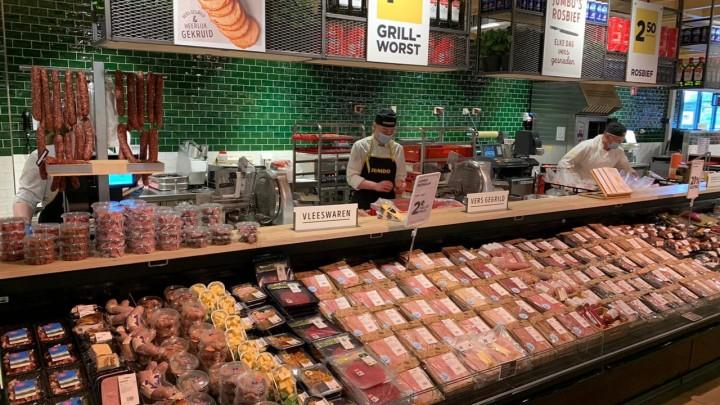 Een groot assortiment aan vleeswaren op de versafdeling van Jumbo Grou.