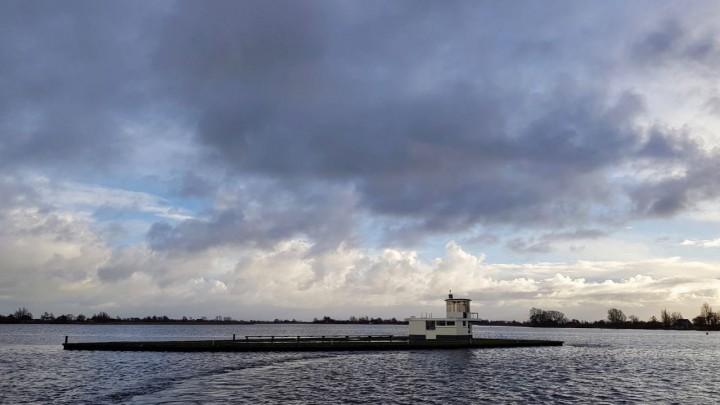 Het starteiland in de Pikmar. (Foto: Stichting Zeilsport Grou)
