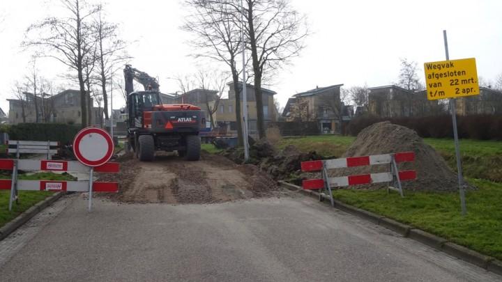 De werkzaamheden bij het kruispunt Tjallinga-Ekemahôf. (Foto: Klaas Stelma)