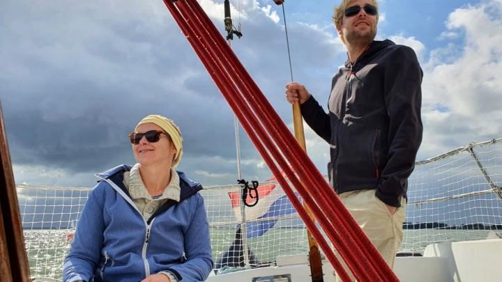 Tjeerd Soer en Sophie Gülcher op het water.