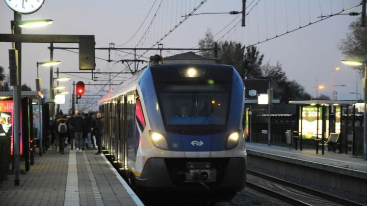 Station Grou-Jirnsum dinsdagavond om half zes. (Foto en tekst: Herman Oldenhof)