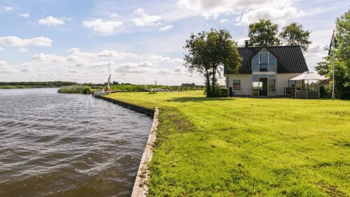 Het perceel Trije Hûs 2 is nu eigendom van de Provincie Fryslân. (Foto: Funda)