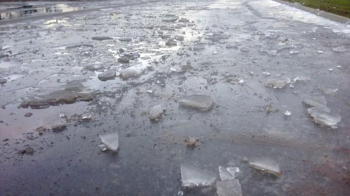 De vernielde ijsvloer. (Foto: Jikkie Piersma)