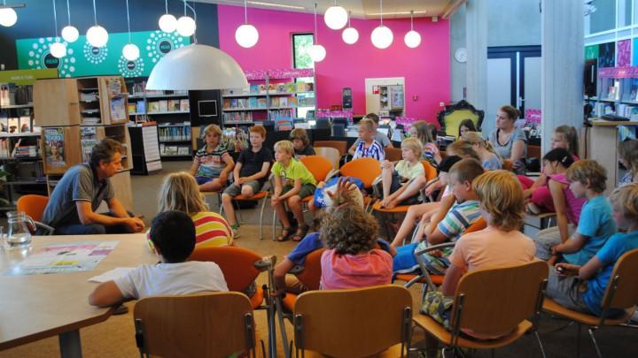 'Bistedokter' Menno Wiersma vertelde in 2014 in de dbieb leerlingen van de groepen 5 en 6 over zijn werk.