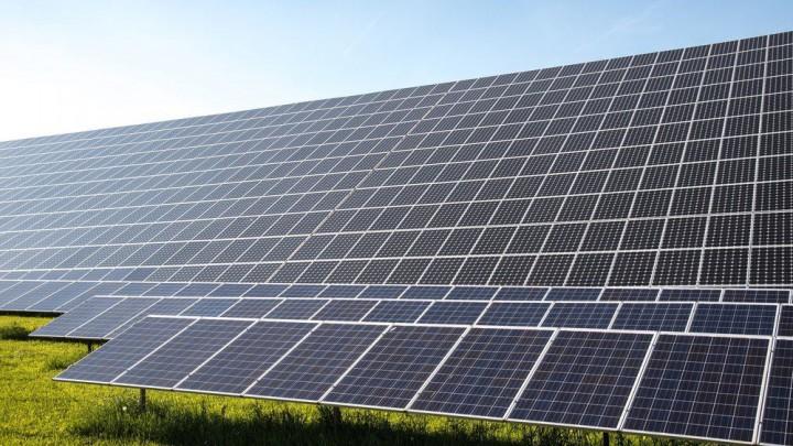 Een zonnepark van The Green World Company in Wijnjewoude (Opsterland).