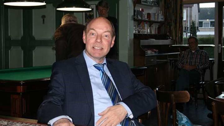Wim Anker in zijn stamkroeg, eetcafé de Cleef in Akkrum. (Foto: Akkrum.net)