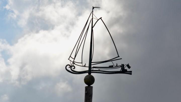 De windwijzer van koperslager Sjirk Buikstra biedt vele fraaie details.