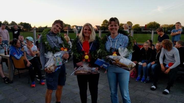 Het winnende partuur: Nolke Bergsma, Gerlien Stremler en Janny Hylkema.
