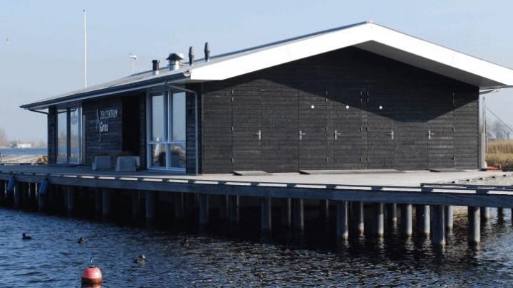 Het Marit Bouwmeester Zeilcentrum werd opgeleverd in 2013. Het is een ontwerp van André van Dijk.