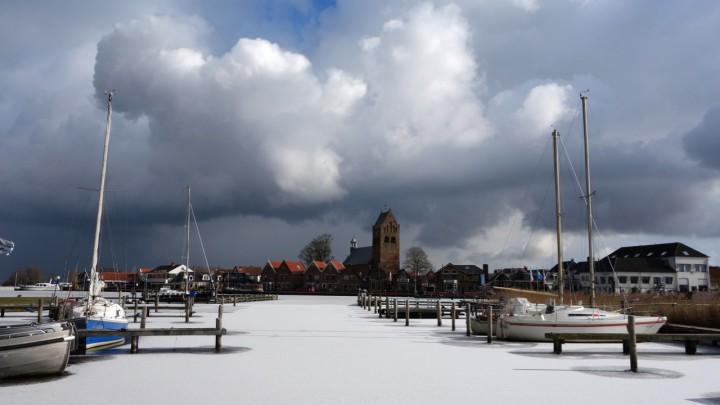 Peter Dauvellier maakte afgelopen dinsdag deze winterse foto van Grou. Het 'buitenijs' blijft onbetrouwbaar.