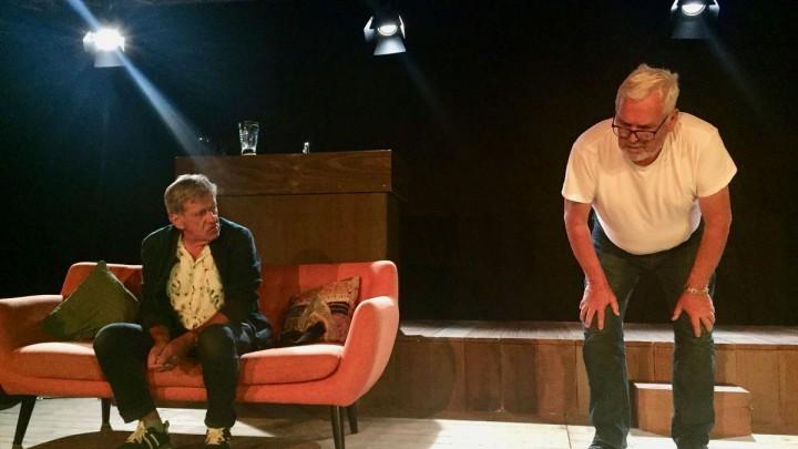 Bartho Braat (links) en Ernst Daniël Smid op het toneel van De Twine tijdens een korte doorloop. (Foto: Krite Grou)