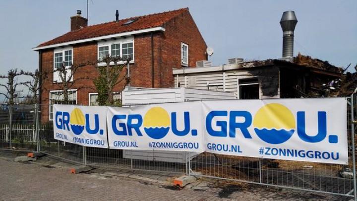 De promotiespandoeken op de hekken rond Het Theehuis.