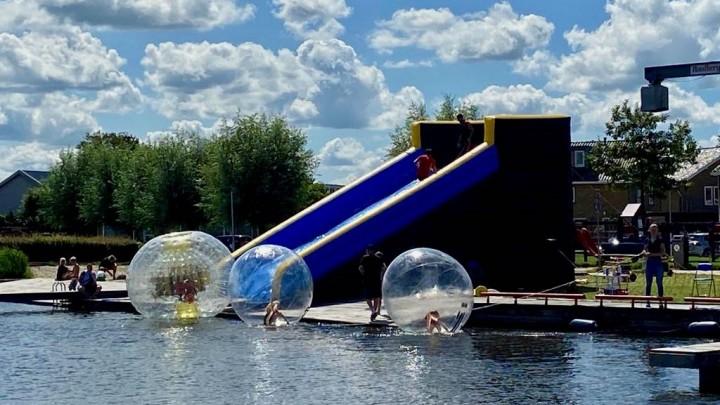 De spectaculaire Zorbhelling (waterglijbaan) op Simmer Splash 2021.